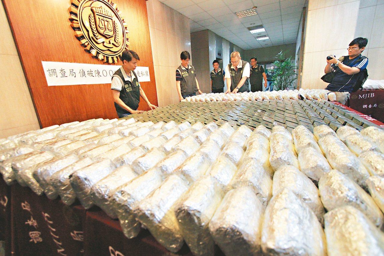 緬甸近來已成東南亞新興毒品輸出國,調查局最近秘密新派駐外人員前往當地,加強與當地...
