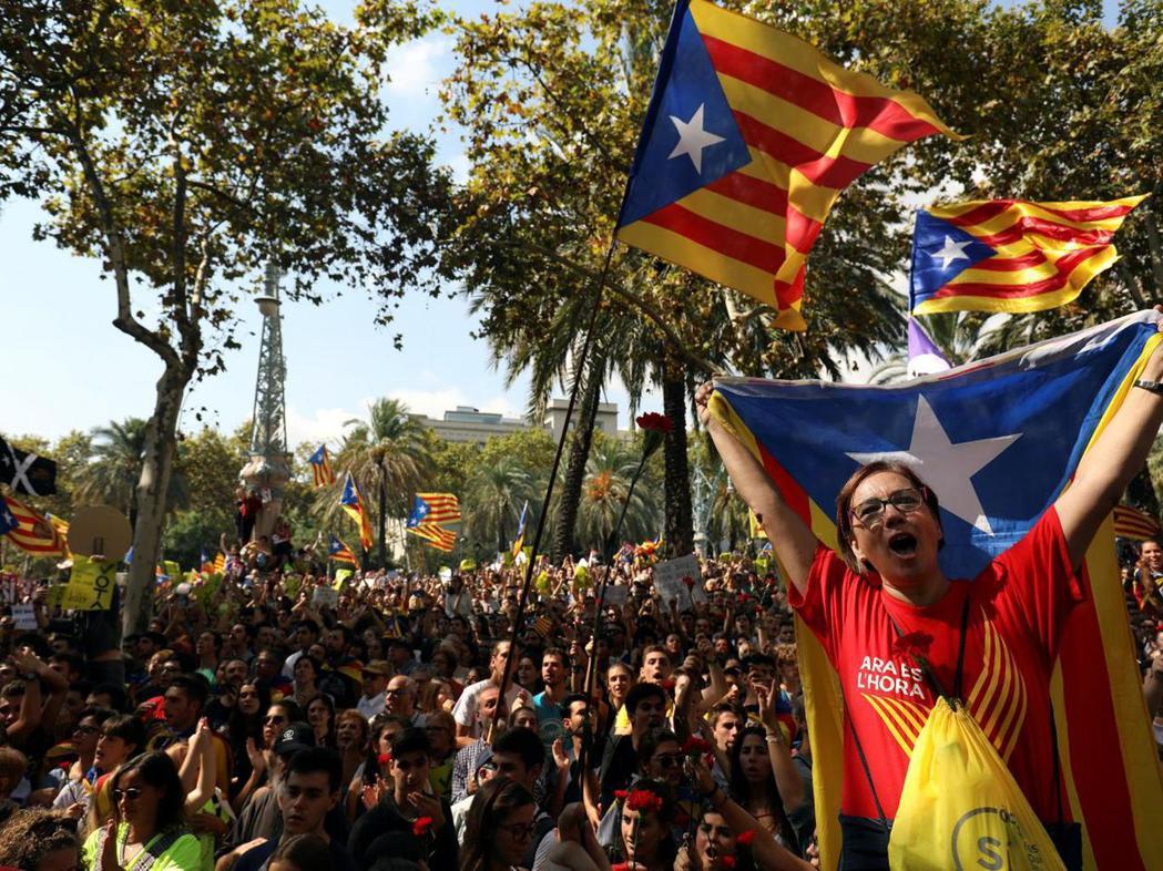 就像加泰隆尼亞,歐洲一些其他國家的富裕地區也覺得被中央政府忽視,因而爭取更大自治...