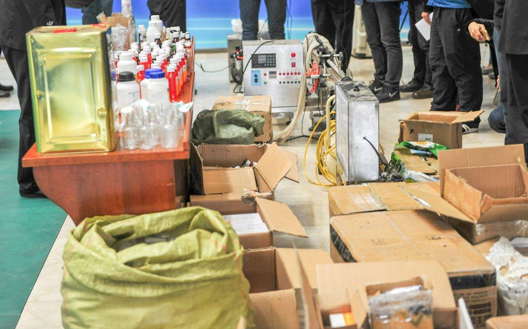 毒品牽涉幫派活動及龐大犯罪利益,兩岸仍有合作關係,去年查獲十七公斤古柯鹼、一公噸...