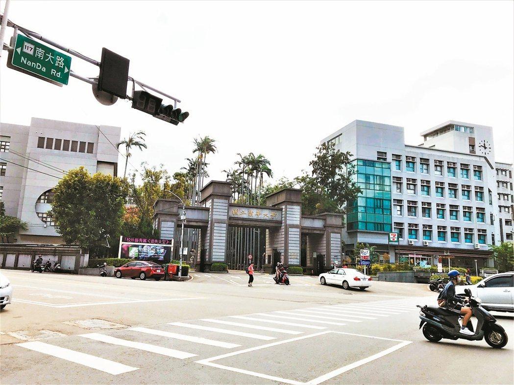 清華大學南校區商圈擁有交通便利及生活機能佳等優點。 記者李珣瑛/攝影