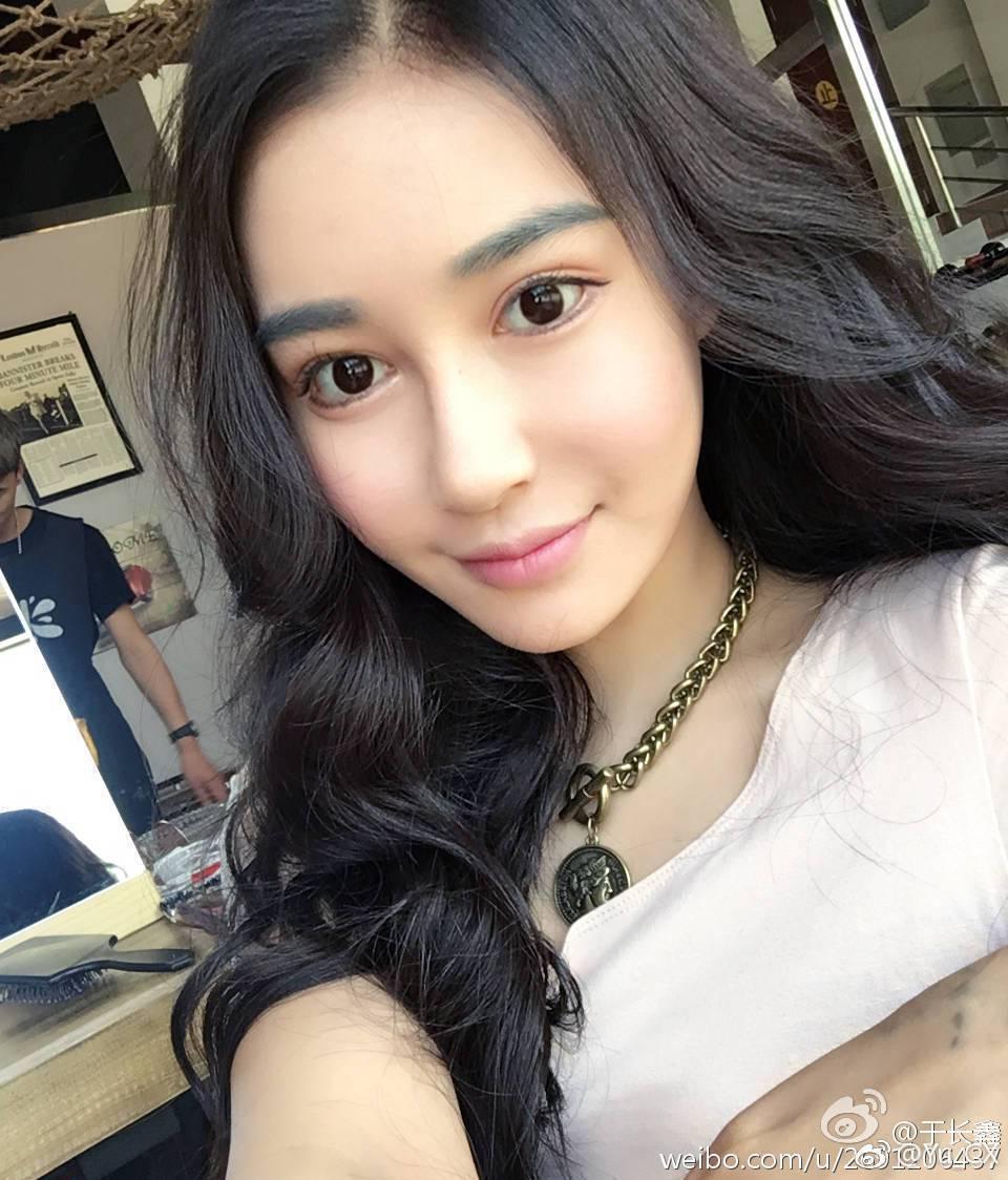 李威俊女友事後在微博澄清,死亡宣告的確因情緒激動砸了東西,但並有跟她動手,因為害...