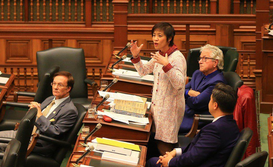 黃素梅26日再提出動議通過。