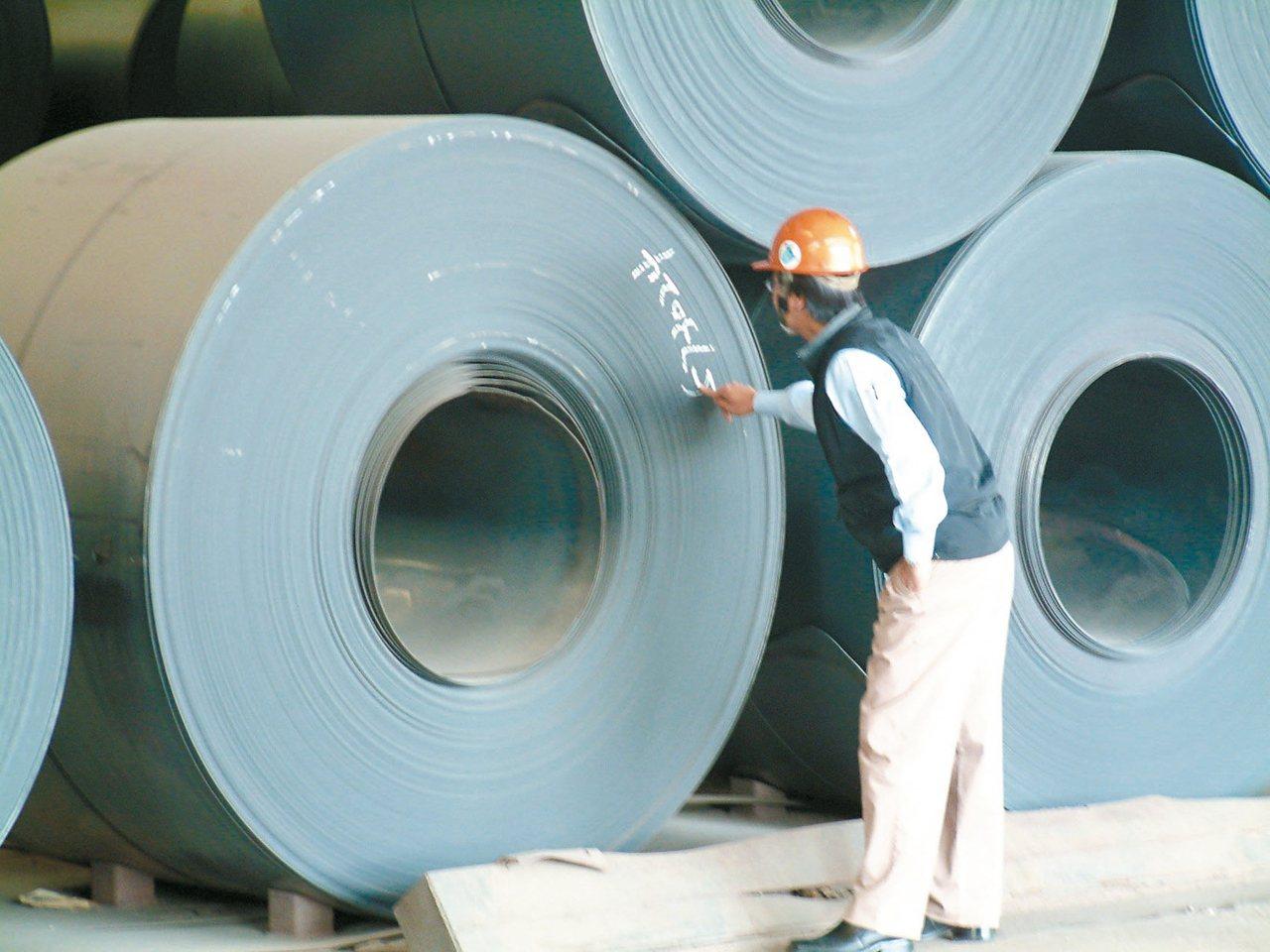 中鋼(2002)自行結算9月合併稅前淨利為22.8億元,激增58%。 聯合報系資...