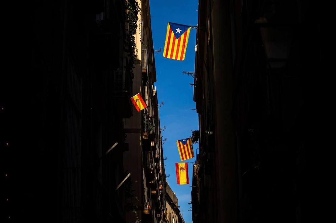 巴塞隆納市景:是獨立還是叛亂?激情過後的下一步,西班牙、加泰隆尼亞的主流媒體又是...