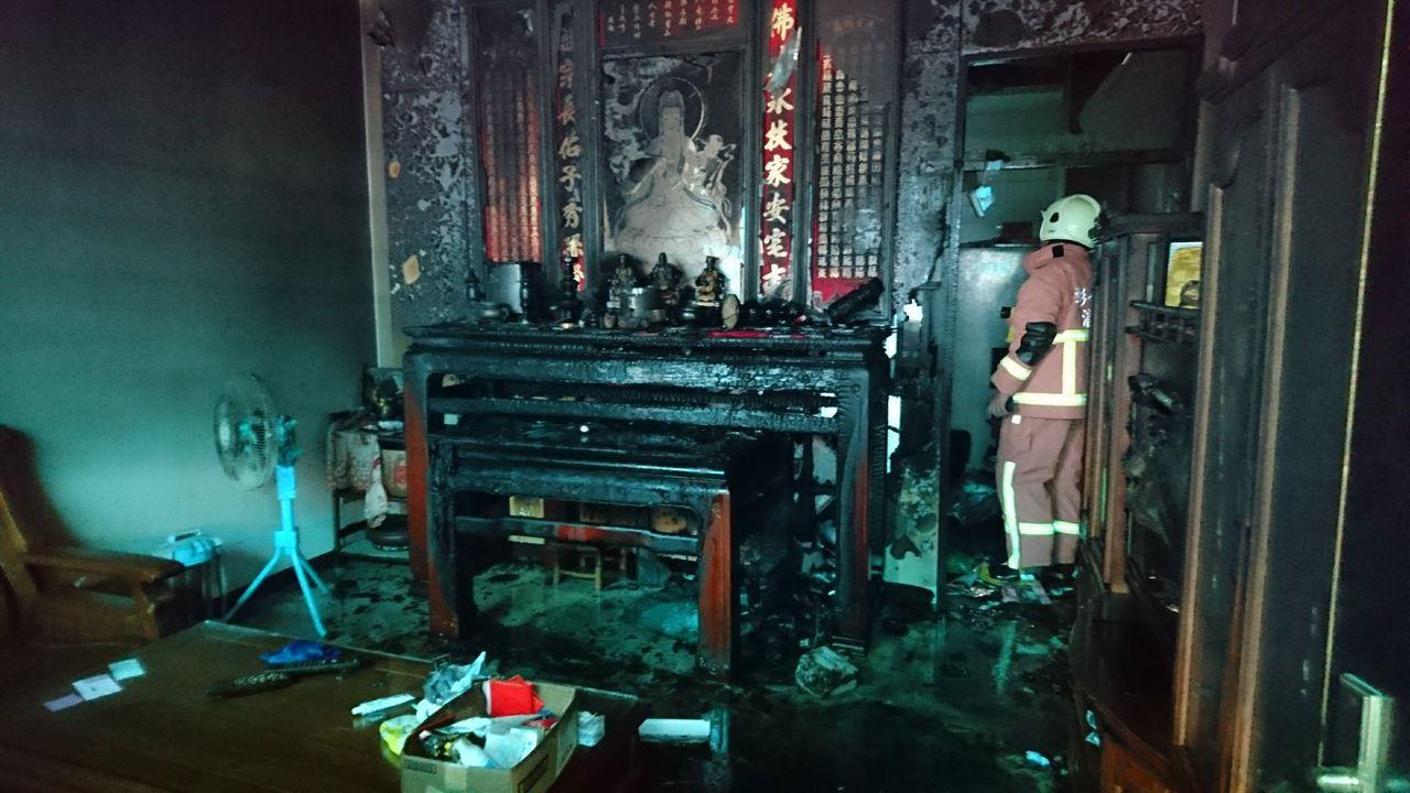 鹿港一處民宅今天神明廳發生火警。圖/彰化消防局提供