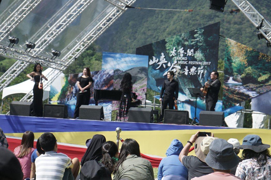 太魯閣峽谷音樂節今天在太魯閣國家公園登場,上午場壓軸的阿洛.卡力亭.巴奇辣,讓民...