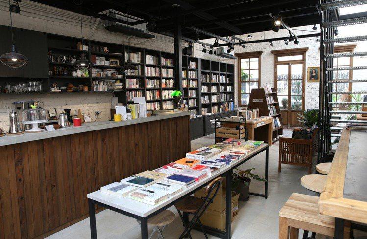 浮光書店內部。圖/記者林俊良攝影