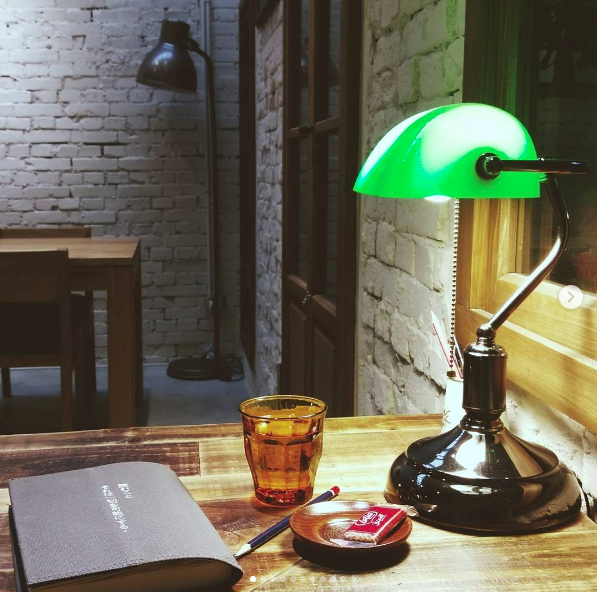 浮光書店為愛書人提供一個舒適的閱讀空間。圖/記者江佩君攝影