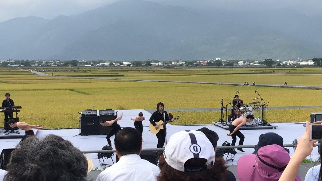 伍佰28日在池上藝術節演出,帶來6名舞者。圖/記者黃保慧攝