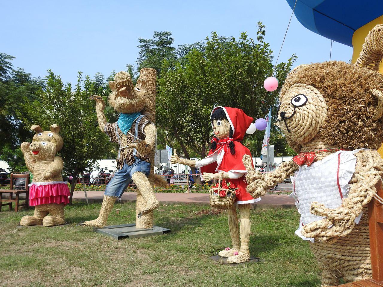 工藝稻草文化節今登場,現場將童話實體化,用稻草將小紅帽等童話幻現成真。記者賴香珊...