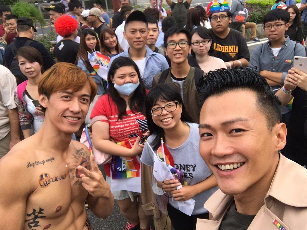 林俊逸南下工作前,先去支持同志遊行。圖/星光娛樂提供