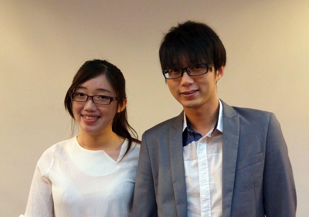 諮商心理師胡瑋婷(左)與罹患白斑症的夫婿影。記者趙容萱/攝影