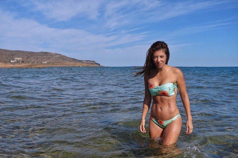 瑞瑪席丹秀出積極健身後的好身材,自信「有疤痕也可以很性感」。圖/摘自臉書