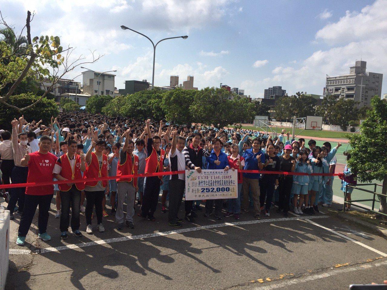 新竹市光復高中跑馬拉松,為身障團體籌募經費補助。記者郭宣彣/攝影
