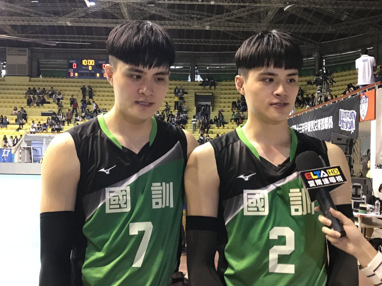 劉鴻敏(左)、劉鴻杰披上國訓戰袍首戰。