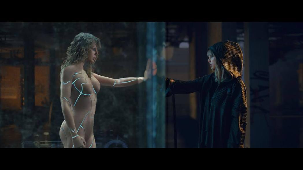 泰勒絲新MV看似全裸入鏡,引來不少網友質疑。圖/摘自Instagram