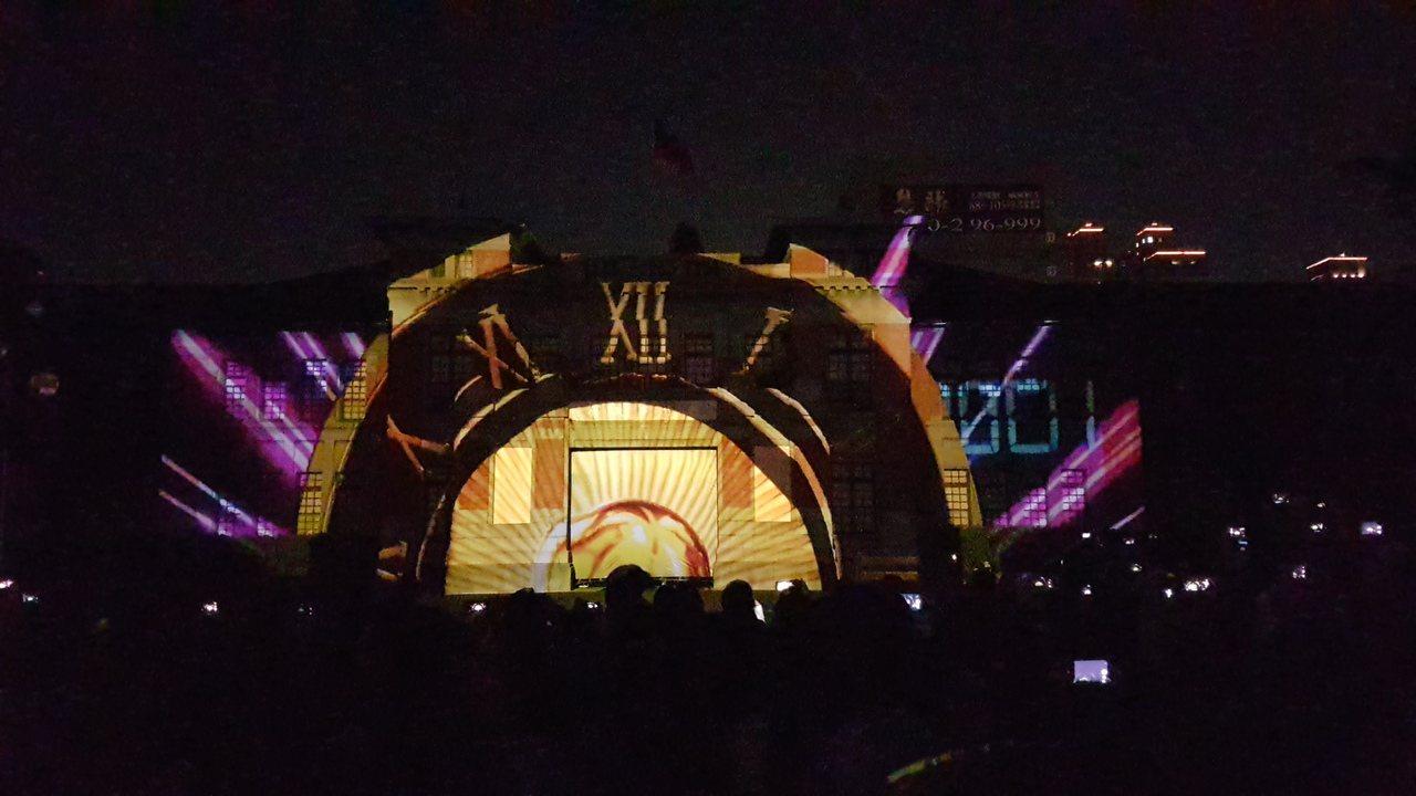 新竹市政府將舉辦新竹州廳啟用90周年系列活動,以彩色光雕投影為巨型時鐘揭開慶祝序...