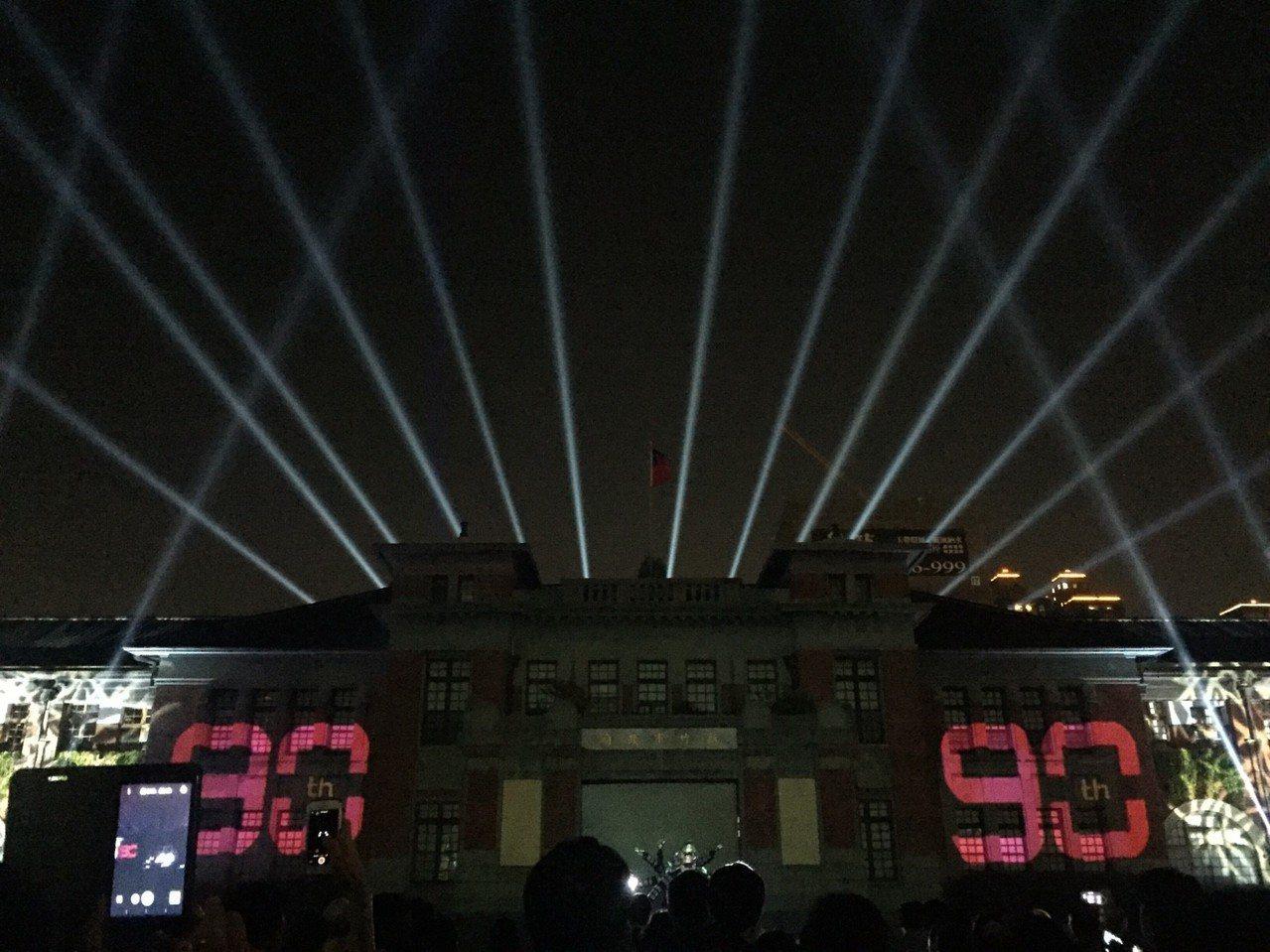 新竹市政府將舉辦新竹州廳啟用90周年系列活動,光雕秀今天首映。記者郭宣彣/攝影