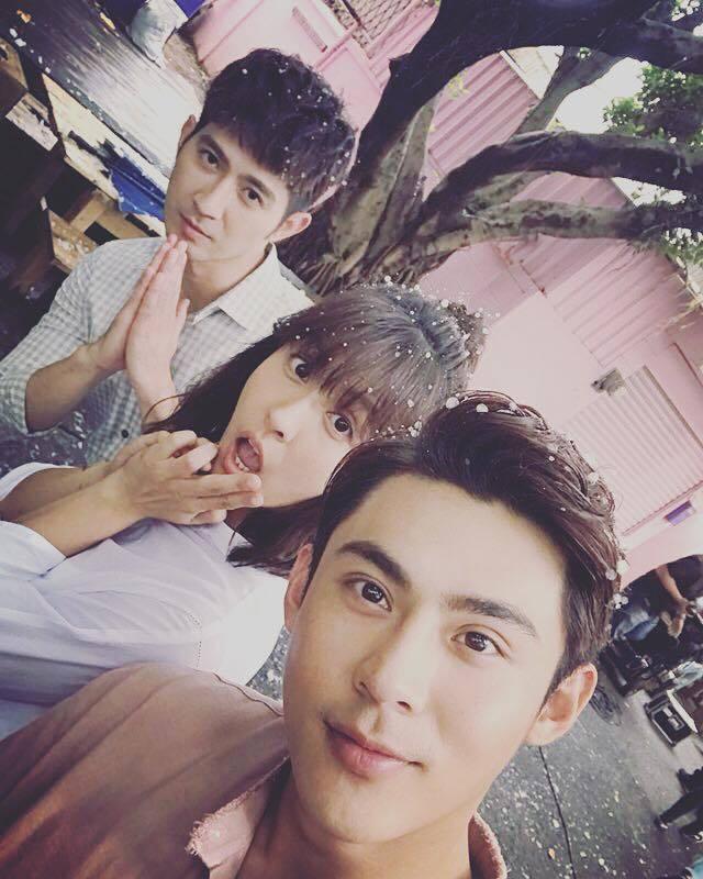 陳奕(右)、魏蔓、簡宏霖拍攝「噗通噗通我愛你」。圖/摘自魏蔓臉書