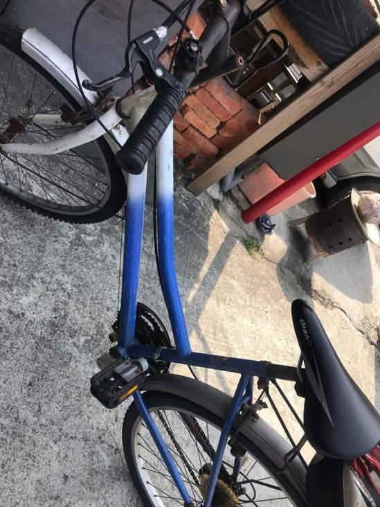 張女找回這輛自行車後不但不追究,還贈送對方1輛車1箱米。記者卜敏正/翻攝