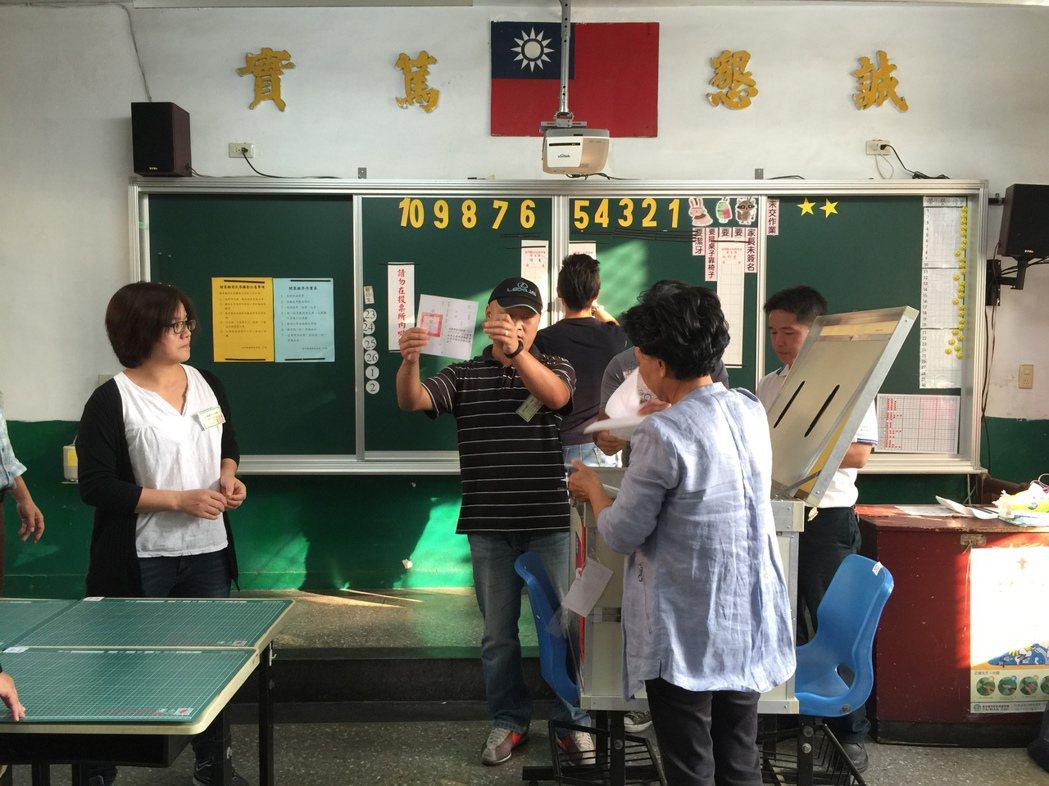 金門縣首次博弈公投於昨4點結束,隨即在不到一小時完成開票。 記者蔡家蓁/攝影