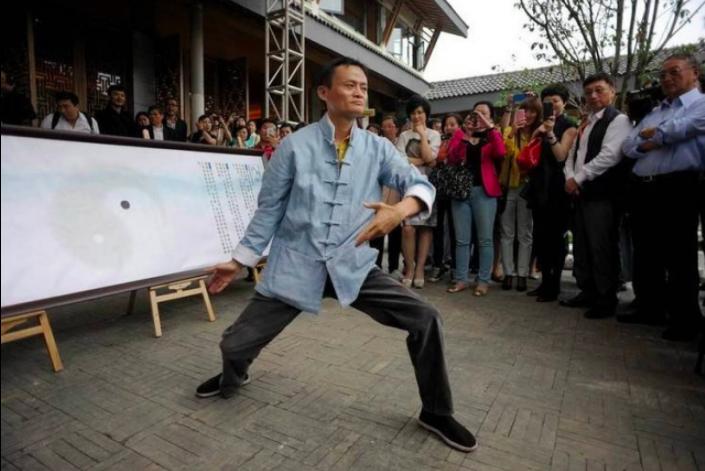 李連杰曾點評稱,在太極哲學的理解上,馬雲已經是「超九段的大師級選手」。 (香港0...