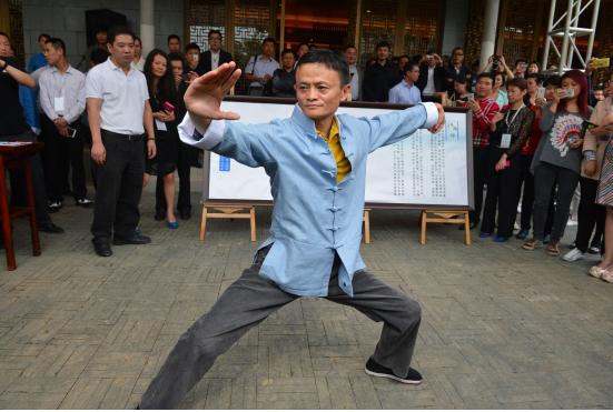 馬雲不僅日常堅持練習打拳,也曾在公開場合表演太極拳,分享太極文化。 (香港文匯網...