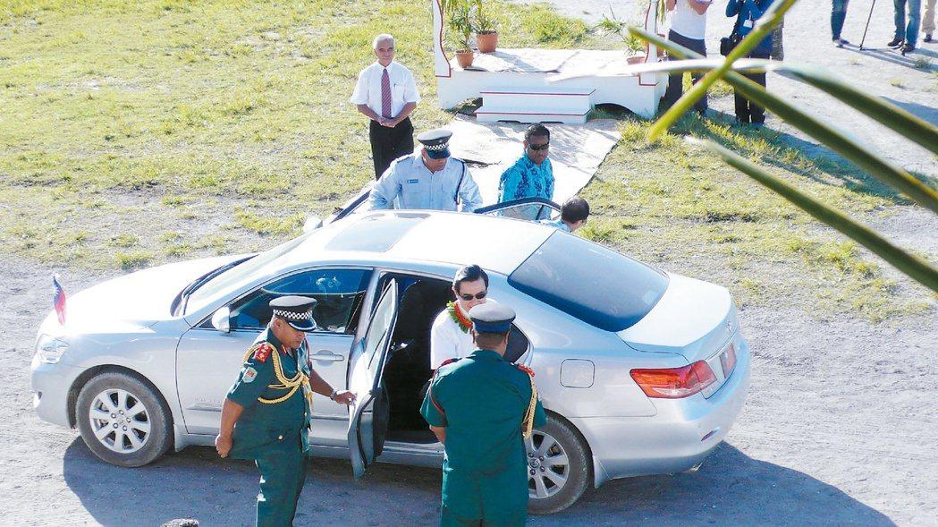 馬英九訪問吉里巴斯,外交部特別買了裕隆納智捷汽車作為馬的座車,但因為納智捷是左駕...