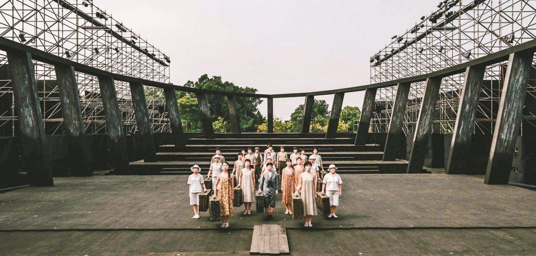日本維新派《AMAHARA當台灣灰牛拉背時》演出。 衛武營國家藝術文化中心/提供