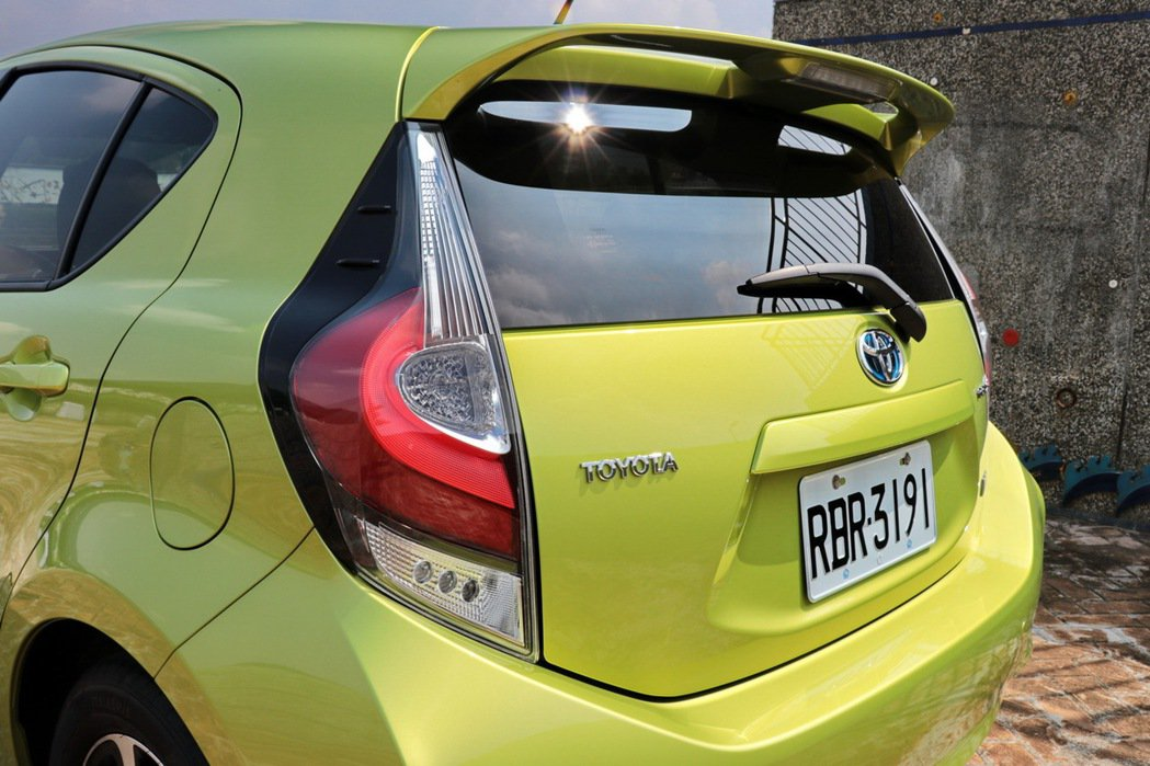新LED尾燈設計,讓車側腰線向後延伸至車身後方。 記者陳威任/攝影