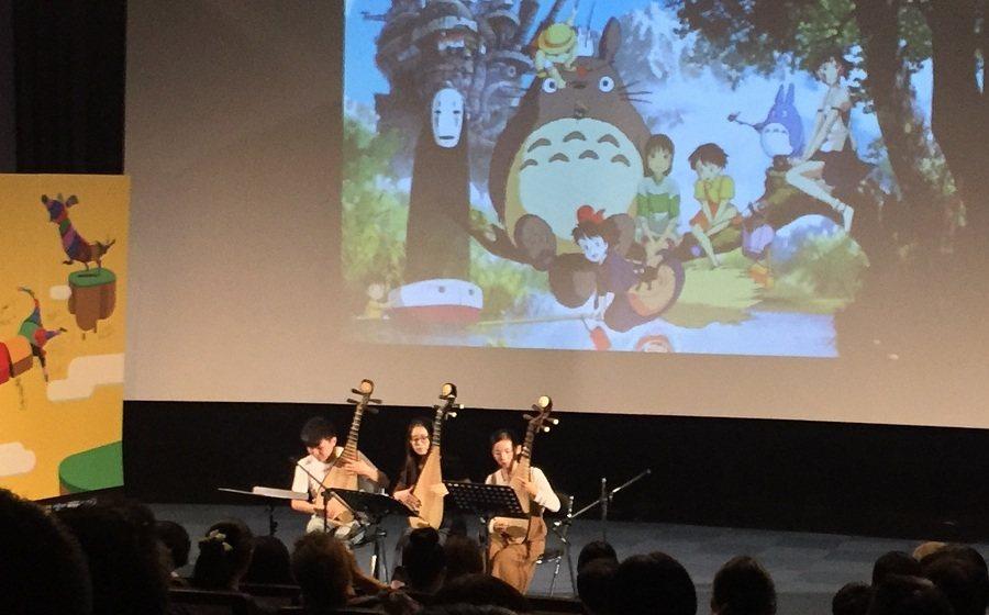 開幕式中以琵琶三重奏演繹宮崎駿和冰雪奇緣的音樂組曲,演奏者技術高超,引得現場與會
