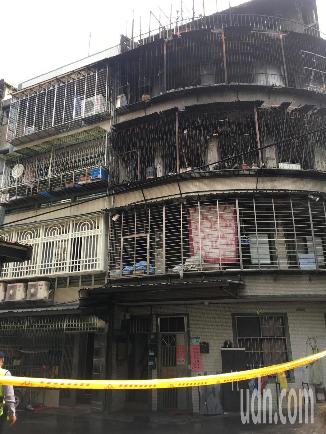 公寓發生大火,一家四口命喪火窟。記者林孟潔/攝影