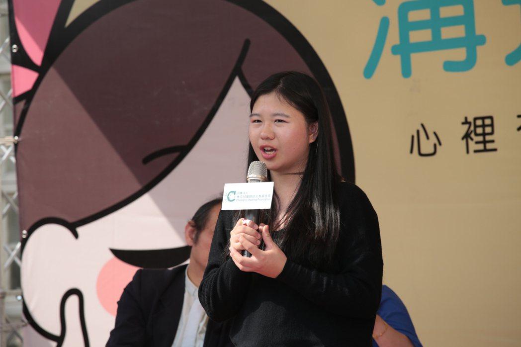 聽損生李宇恩分享自己的經驗。圖/雅文基金會提供