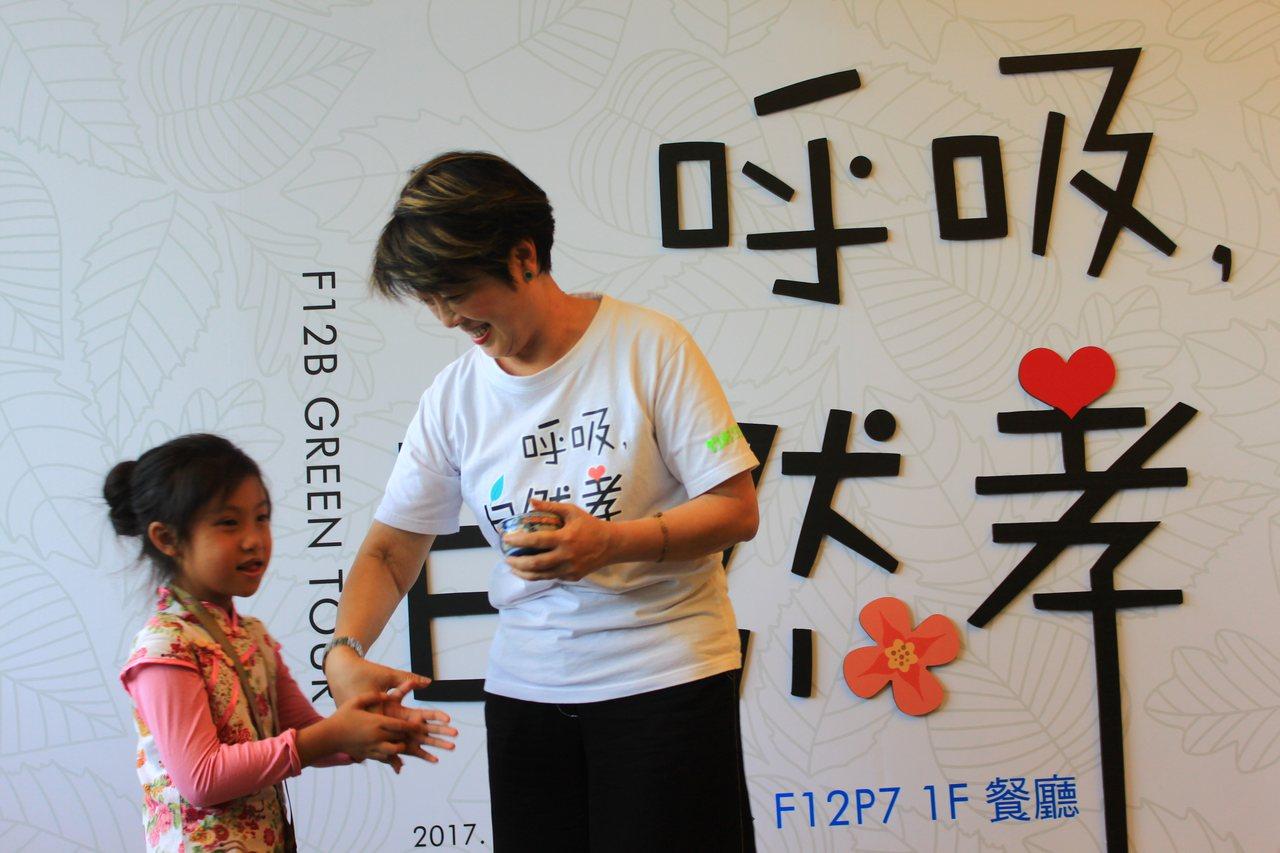 台積電慈善基金會董事長張淑芬長期推廣「孝道」的概念,他認為教育要從小孩開始,在生...