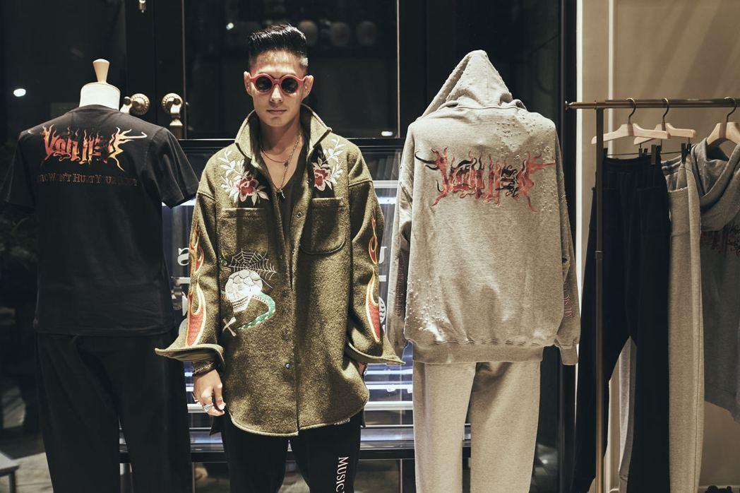 吳建豪與日本時尚人氣品牌READYMADE打造一系列聯名商品服飾。圖/環球提供