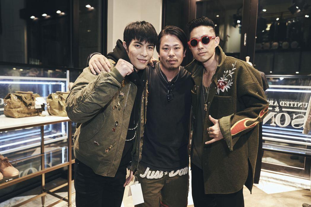 吳建豪(右起)、設計師細川雄太、蕭敬騰合影。圖/環球提供