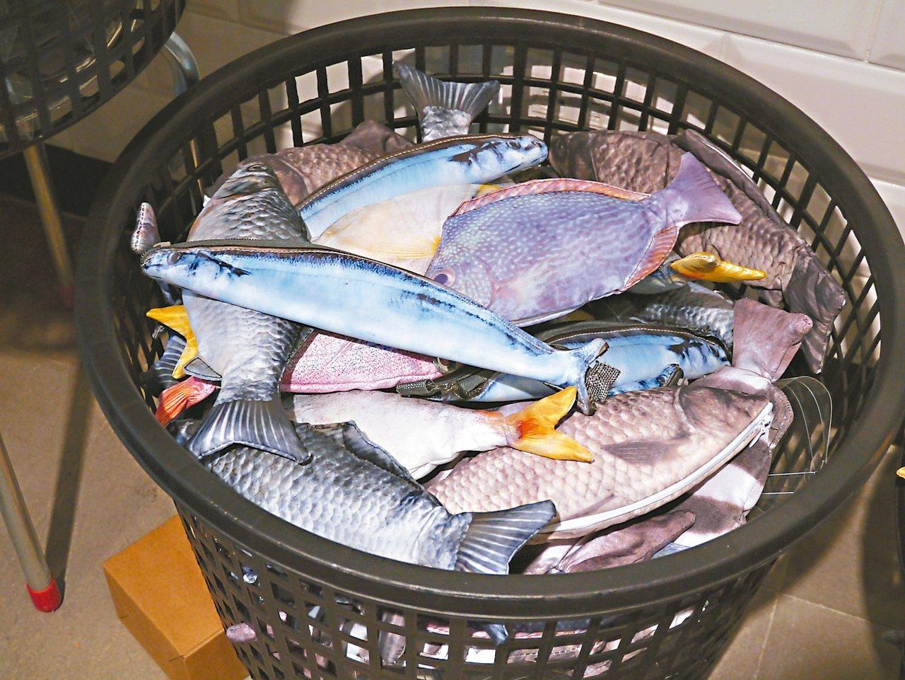竹簍裡的魚,是筆袋。 記者羅建怡/攝影