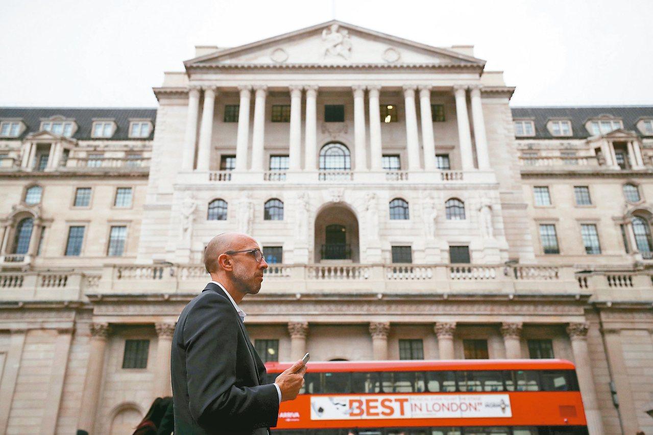 英國央行十一月二日舉行貨幣決策會議,一般預料基準利率將調高一碼至百分之○點五,逾...