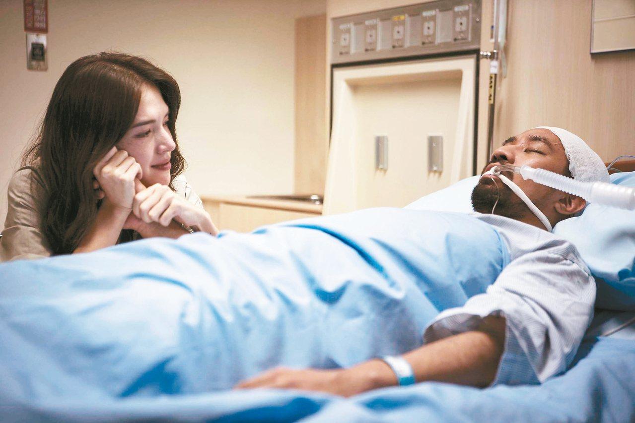 黃健瑋(右)在「麻醉風暴2」中去世,許瑋甯讀遺書淚崩。 圖/公視提供