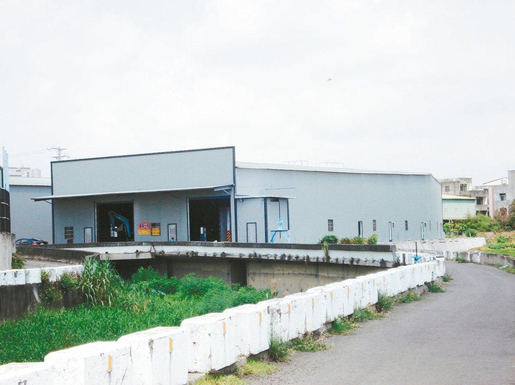 經濟部將補助地方政府開發「平價產業園區」,以輔導地方政府將非法工廠集中管理。圖為...