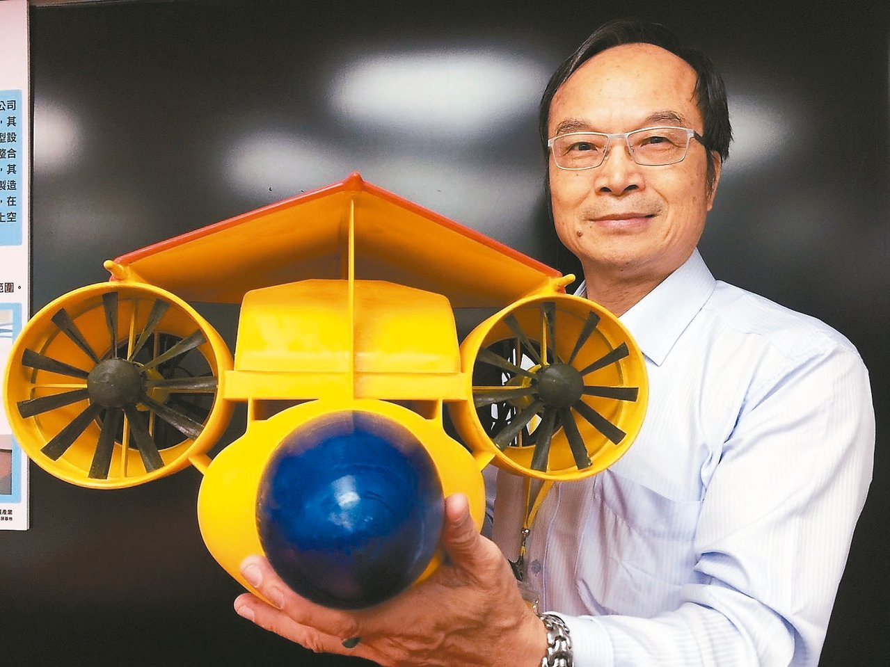 新竹市蜂鳥飛行器公司董事長林瑤章研發的蜂鳥風行器模型。 記者郭宣彣/攝影