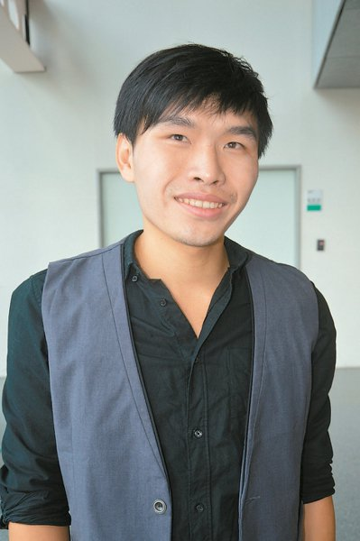 視障歌手吳博強認為唱歌是最大的心靈享受。 記者施鴻基/攝影