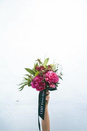 文學花禮1月風格代表-徐志摩。 圖/巧偶花藝設計