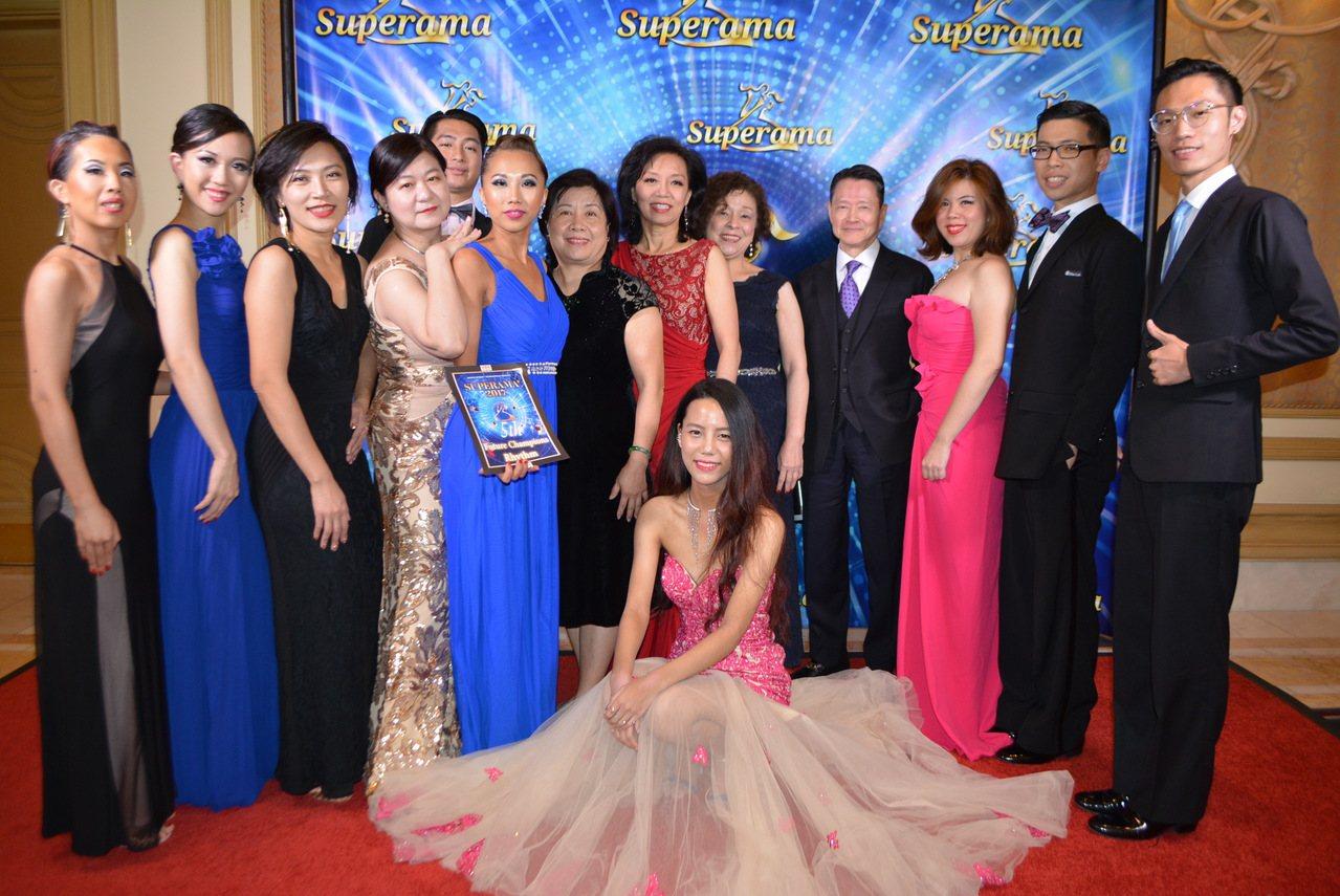 來美參加超級世界國標舞競賽的台灣代表隊。(記者馮鳴台/攝影)