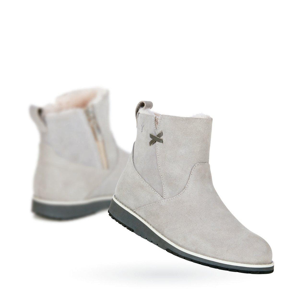 英國凱特王妃也愛穿的澳洲雪靴品牌EMU,品牌最人氣的防水系列本季除了維持一貫的長...