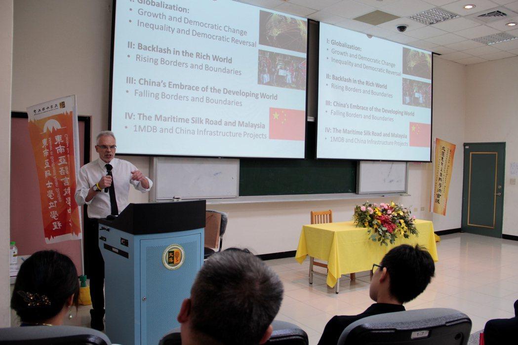 英國諾丁漢大學馬來西亞校區政治歷史及國際關係系主任William Case教授,...