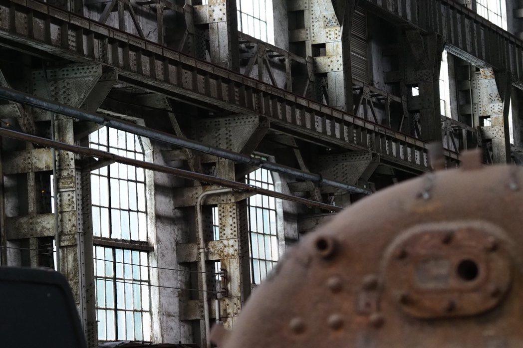 組立工場大片窗戶確保廠房內光線充足。