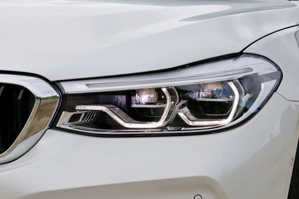 進階LED主動式轉向頭燈更將日間行車燈轉變為具科技感的六角形線條。 記者陳威任/...