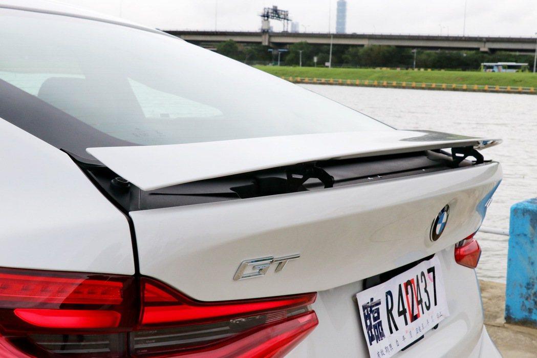 全新BMW 6系列Gran Turismo車尾後方所搭載的主動式後擾流尾翼。 記...