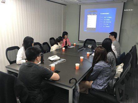 Pi付營運長韓昆舉為師生分享產業現況與心得。 中國科大/提供